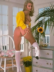 Floral stockings chick fancying a pussy thrill